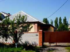 Отдельный коттедж для семейного отдыха в Бердянске у моря  фото